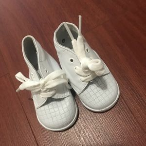 Baby shoes white newborn vintage walkers